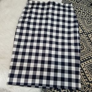 •Banana Republic• Buffalo Check Pencil Skirt